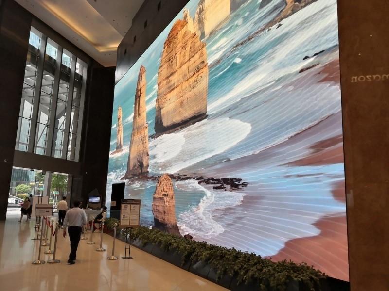 Raffreddamento a liquido di un enorme schermo 4K LED in Singapore